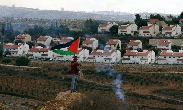 un-palestinien-proteste-contre-l-installation-de-colons-israeliens-a-nabi-saleh-non-loin-de-ramallah-en-cisjordanie-le-29-octobre-2010
