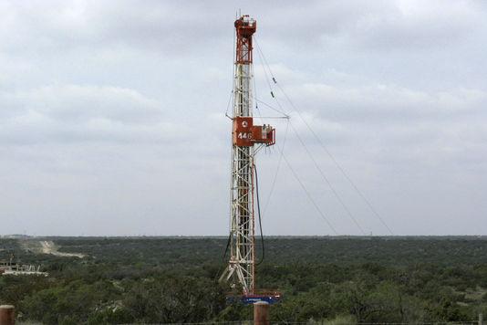 4374023_7_c654_un-puits-d-extraction-de-gaz-de-schiste-situe_50754e23e32ee3d96347bbb63a424ae8