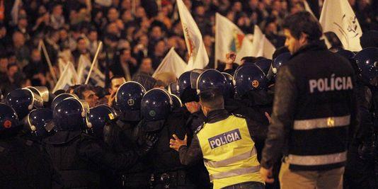 4379218_3_2de6_des-affrontements-entre-agents-des-forces-de_cc063b6815473c6c4547aaea9f8ef826