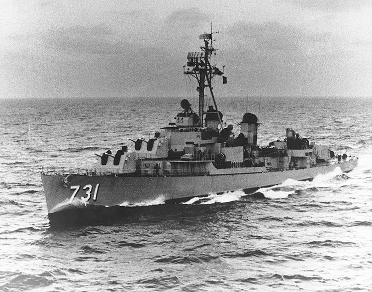 Documentos recientemente desclasificados7 proporcionaron todavía más pruebas de que el gobierno de Johnson fingió el incidente del Golfo de Tonkin para intensificar la Guerra de Vietnam. Un informe de la Agencia de Seguridad Nacional (NSA, por sus siglas en inglés) concluye: esa noche no ocurrió ningún ataque.http://es.wikipedia.org/wiki/USS_Maddox_%28DD-731%29