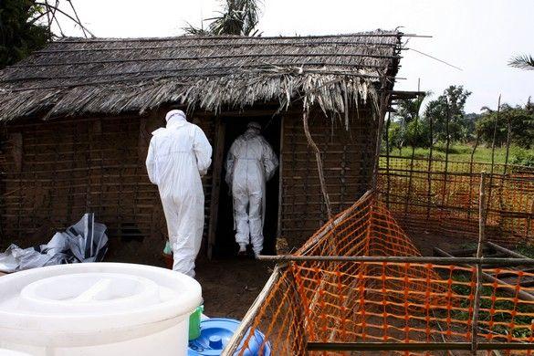 cef96eec1d_Ebola_Equipe_DS