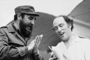Pierre Eliott Trudeau a la derecha con Fidel Castro