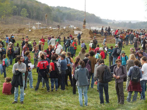 Un-mort-en-marge-des-manifestations-contre-le-barrage-de-Sivens_article_main