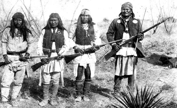 Apache_chieff_Geronimo_right_and_his_warriors_in_1886