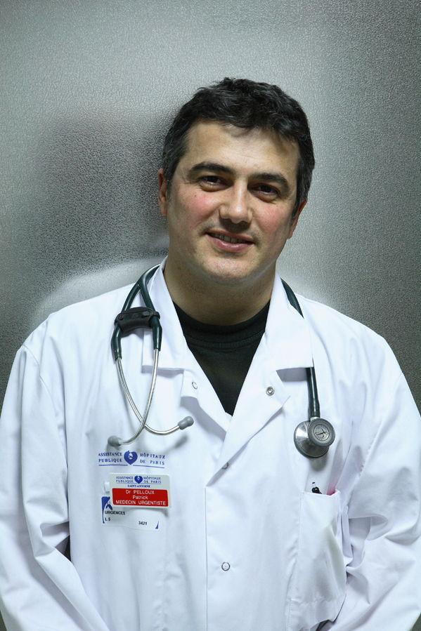 Patrick Pelloux medico urgentista lleva una crónica en Charlie Hebdo.