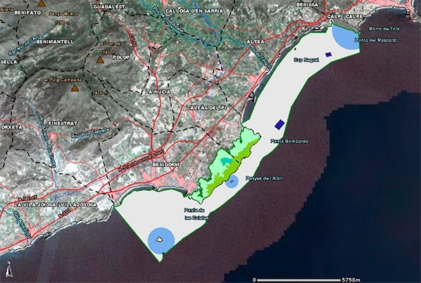 Se aprecia la banda maritima de 100 metros de la costa que no esta protegida.